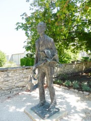 A sculpture of Van Gogh greets us on the path to the hospital