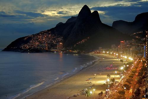 Praia de Ipanema à noite