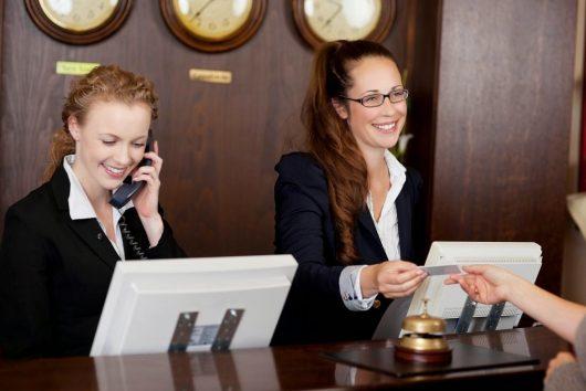 Recepcionista de hotel - Profissão turismo