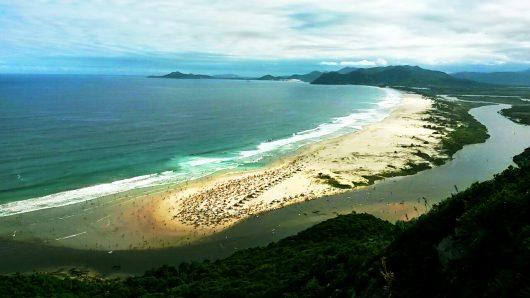 Vista da trilha Pedra do Urubu - Guarda do Embaú - SC