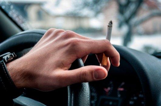 Fumar enquanto dirige