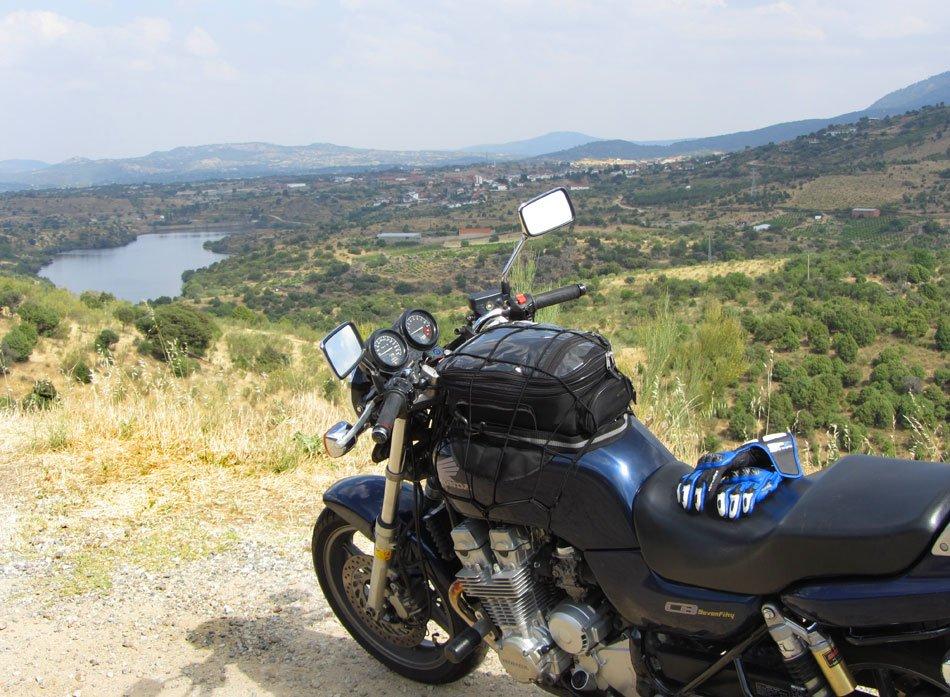 Viaje en moto: Honda CB 750 Sevenfifty en Navaluenga-Valle-de-Iruela