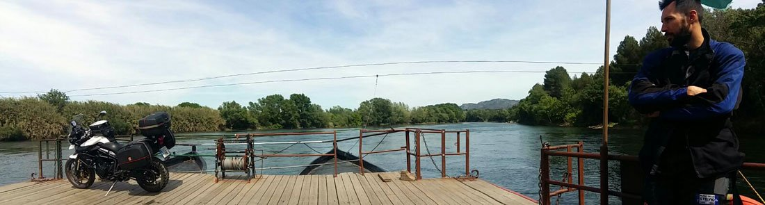 Pas de barca en Miravet, Tarragona
