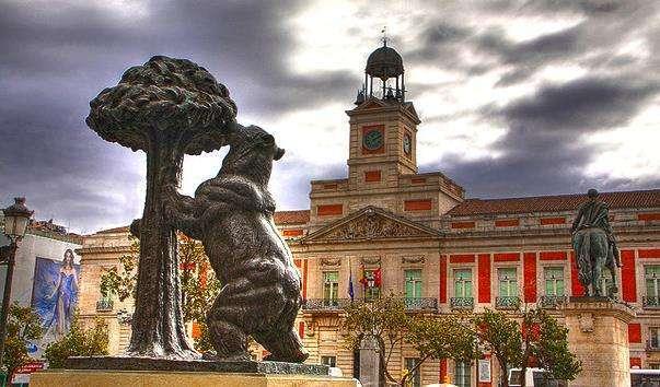 Ведмідь і Суничне дерево в Мадрида на Пуерта-дель-Соль