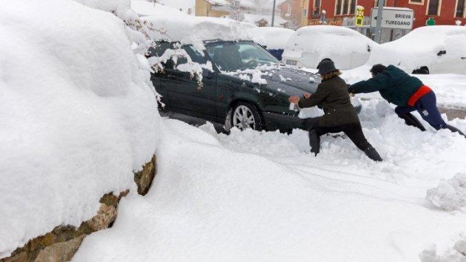 Испанию засыпало снегом