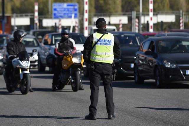 Испанские легавые хотят получить доступ к вашему телефону