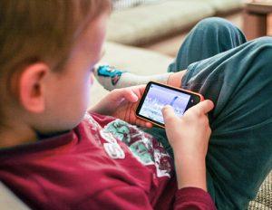 Celular para os filhos só depois dos 14 anos, diz Bill Gates
