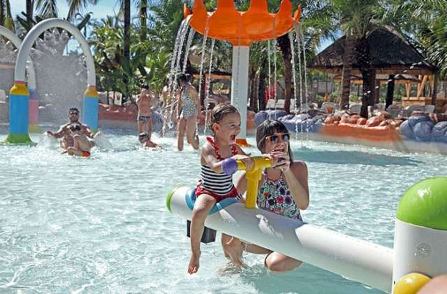 Férias de julho com diversão em água quente em Olímpia