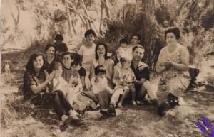 familia_en_el_campo_byn