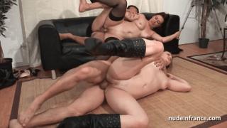 Orgie Anal : Orgie amateur avec 2 françaises qui se font sodomiser