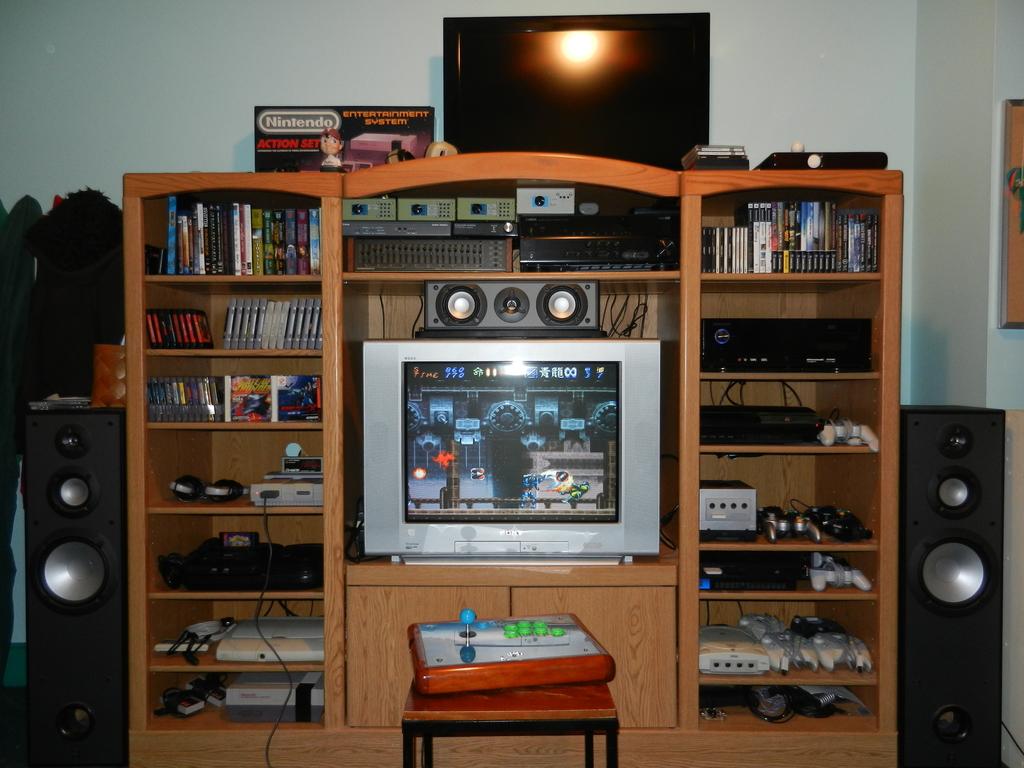 rcadegaming 39 s amazing custom games room. Black Bedroom Furniture Sets. Home Design Ideas