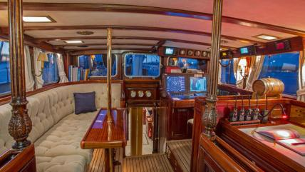 MPBmuAm3TQW43oStvPsu_gloria-sailing-yacht-interior-640x360