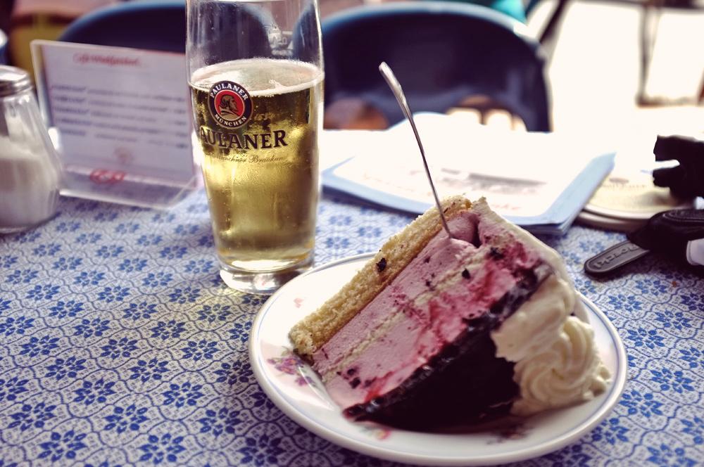 Videonauts Valepp Cafe Winklstüberl Kuchen