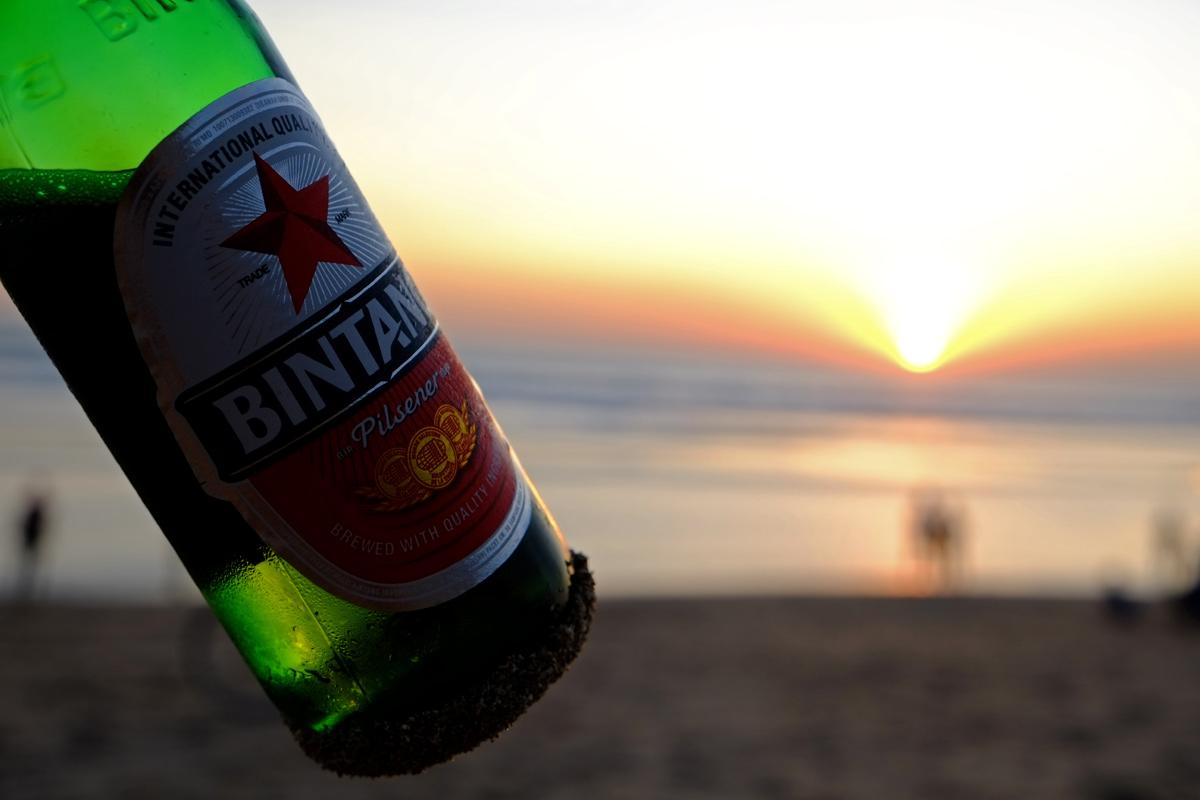 Videonauts - Bali Bintang Bier am Kuta Strand Sonnenuntergang