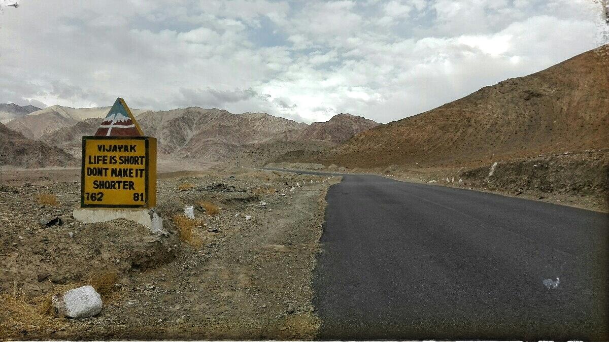 Videonauts backpacking Indien Ladakh road IIII