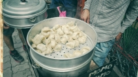 Videonauts backpacking Indien Dharamsala McLeod Ganj Momos streetfood