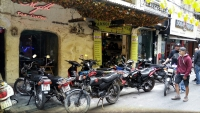 Videonauts backpacking Vietnam Hanoi bike shop