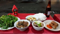 Videonauts backpacking Vietnam Hanoi street food