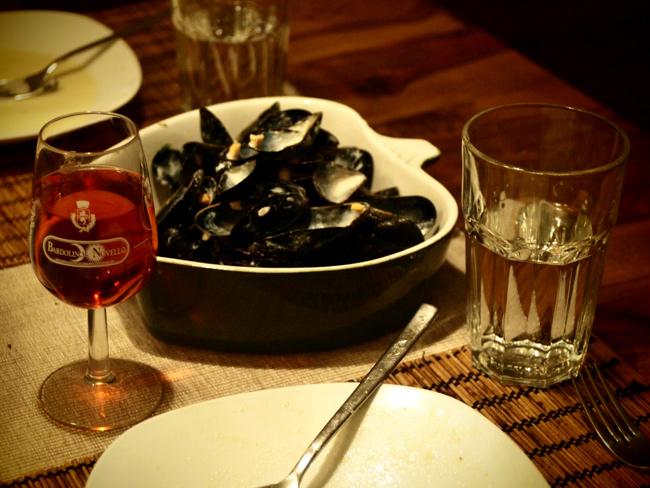 Videonauts Muscheln mit Basilikum & Sahne in Weißwein