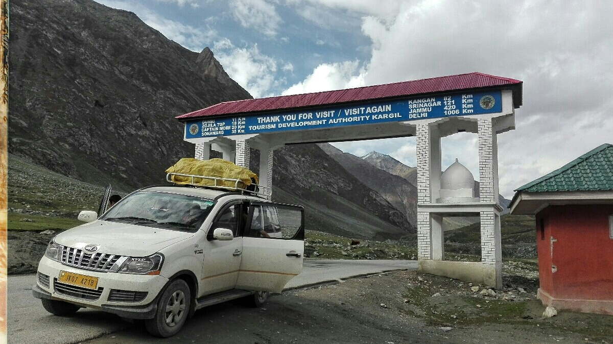 Videonauts backpacking Indien Kashmir on the road nach Leh Ladakh