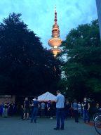 Live-Auftritt im Schatten des Hamburger Fernsehturmes. (Bild: André Eymann)