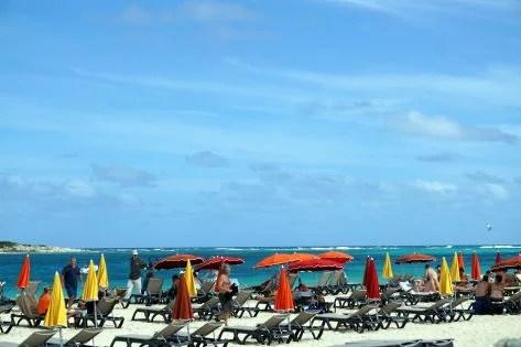 Kolorowa Plaża Orient na Saint Marten