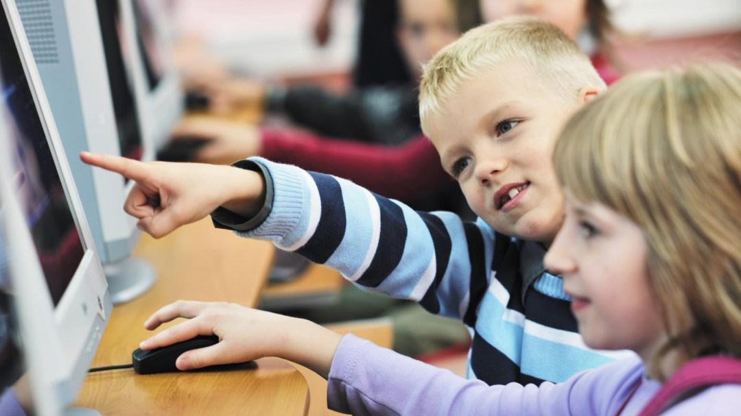 Studentene prøvde ut metodikken i praksis i Nidelva forrige torsdag. Foto: Atle Harby.