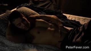 Un mannequin super Hot se branle avec un masturbateur