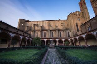 Bologna, Klaustar crkve Sv Franje -- Bologna, cloister of the church of St. Francis