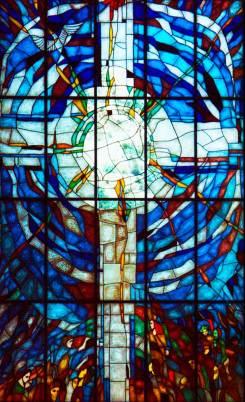 Fabricación de vidriera de plomo con motivos religiosos