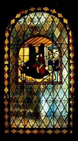 Fabricación de vidrieras emplomadas con motivos religiosos
