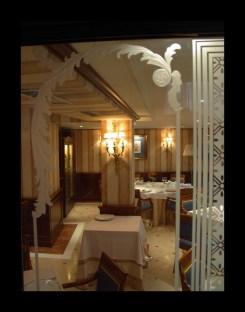 Vidriera decorada con resina para restaurante