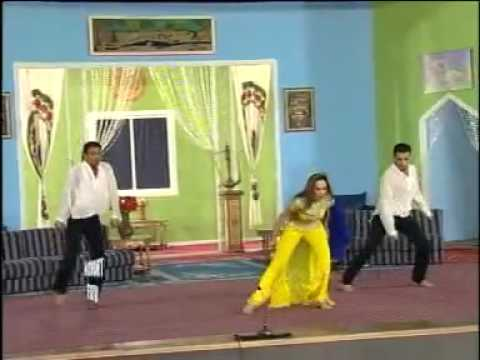 Pakistani Dancer Performs On Dey Ja Koi Nashani Sonaya