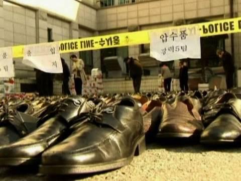 Worlds Biggest Shoe Thief