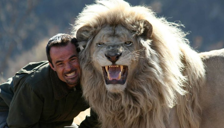 Kevin Richardson Has An Amazing Bond With Lions