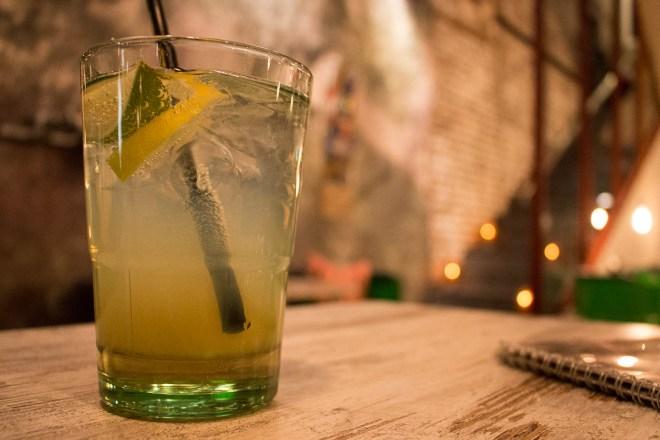 Viele Cocktails hat die Wurstfabrik im Angebot. Als Autofahrerin genieße ich dagegen eine köstliche Holunderblütenschorle