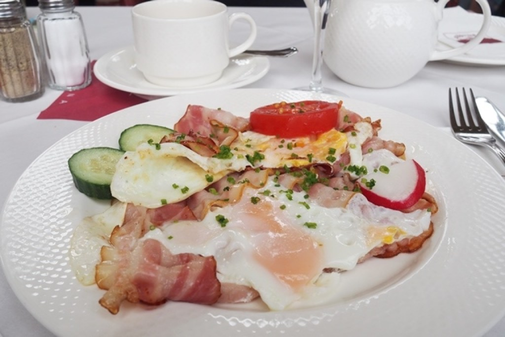 Ham and Eggs beim Sisi Brunch im Café Gloriette