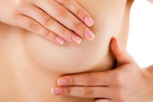 Khối u ở vú hoặc gần vùng nách cảnh báo ung thư vú.
