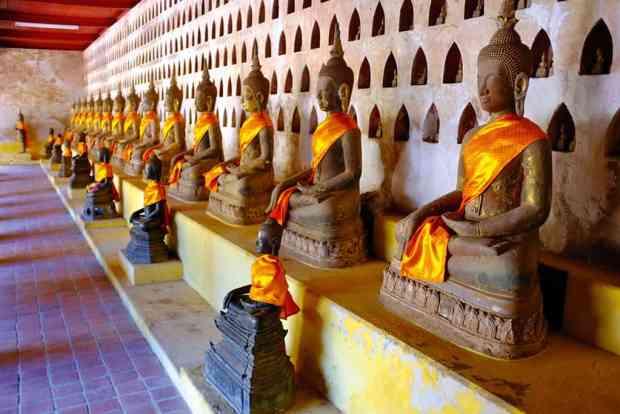 Tượng phật tại chùa Wat Sisaket.