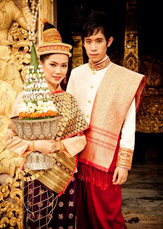 Trang phục truyền thống của Lào.