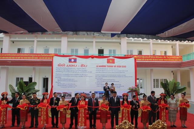 Việt Nam viện trợ Lào