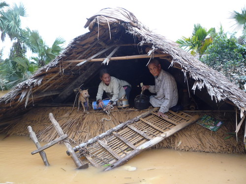 Image result for lũ lụt miền trung