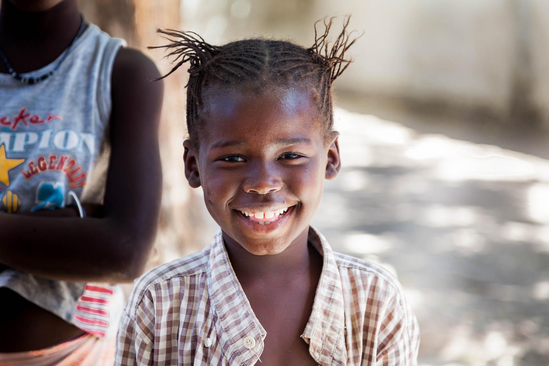 Eines der vielen lachenden Kinder die uns waehrend des Aufenthalts begegnen.