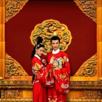 Evolution of Chinese Wedding Photos in the Past 120 Years