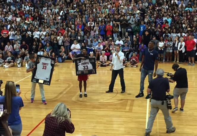Turner's 33 jersey has been retired and will be on display at the gym. [Photo: @IAR2_Football]