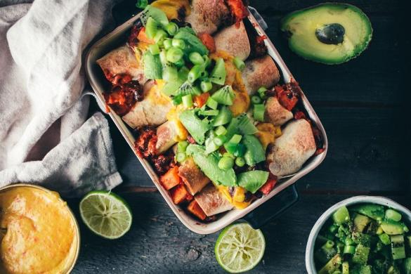 Mustapapu-bataattienchiladat (V) + vegaaninen nachojuusto
