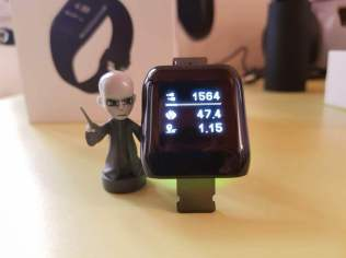 smartwatch-mpow-display-on