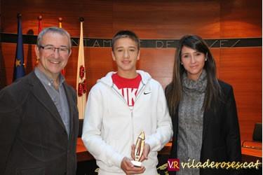 L'alcalde Carles Pàramo, el tennista Eduard Güell i la regidora d'Esports, Anna Jorquera