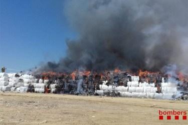 Incendi a l'abocador comarcal de Pedret i Marzà