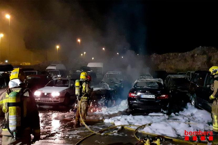 Cremen 12 cotxes a La Jonquera